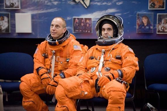 رواد الفضاء البدلة البرتقالية