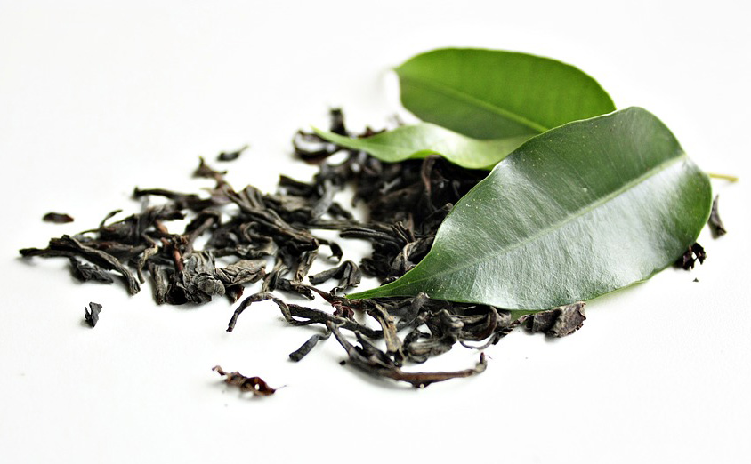 الشاي الأخضر والشاي الأسود