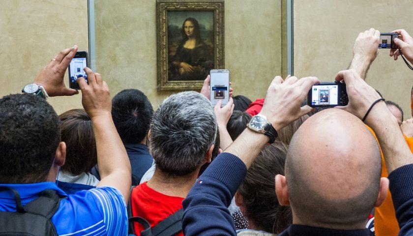 لماذا يمنع التصوير في المتاحف تعرف على السبب؟