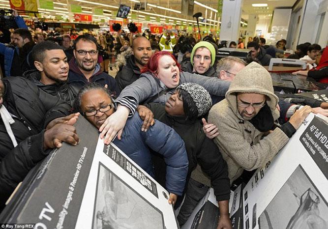 جنون التسوق يوم الجمعة الأسود