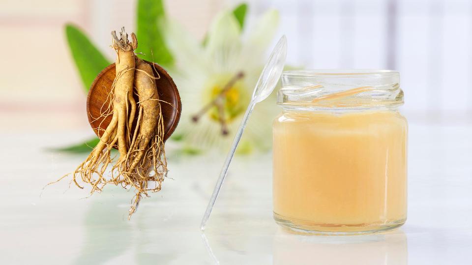 الجنسنج مع غذاء ملكات النحل
