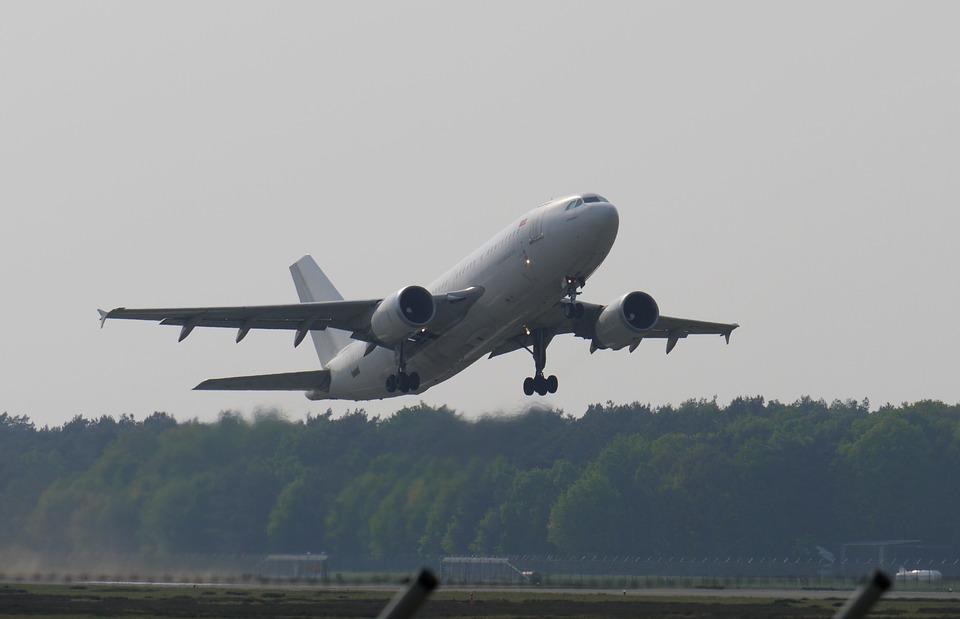 كيف تقلع الطائرة