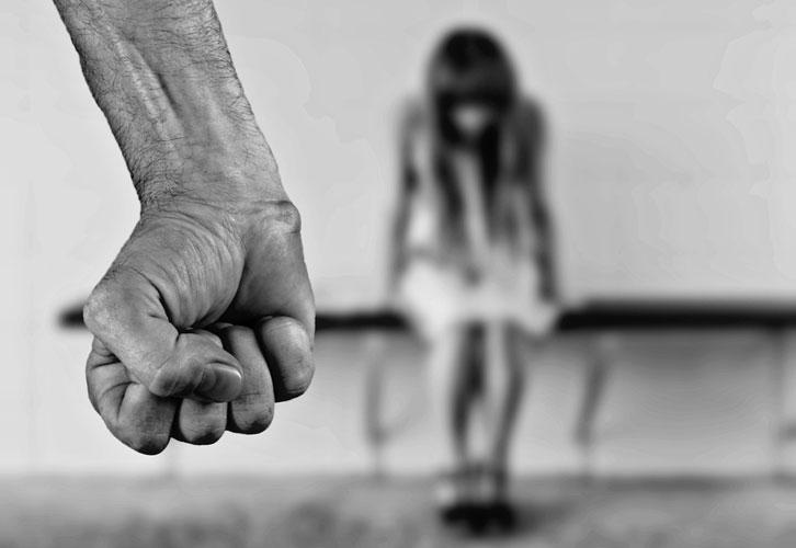 استسلام المرأة للمغتصب